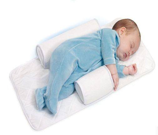 Baby sleep positioner, kusjuures juba reklaamfotol on laps asetatud valesti