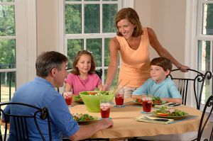 Family_eating_lunch_(1) (1)
