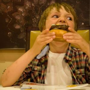 lohutussöömine kurbus masendus šokolaad emotsionaalne söömine eneseregulatsioon