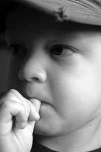 küünte närimine pöidla imemine allergiad hügieen liigne puhtus atoopiline dermatiit astma heinanohu allergiline nohu