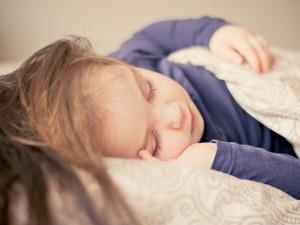 beebi uni magamine ööuni ärkamine rinnapiim imetamine rinnaga toitmine